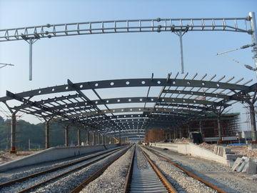 Здания ферменной конструкции структурного металла железнодорожного вокзала, картина Ржавчин-доказательства с 2-4 наслаивают